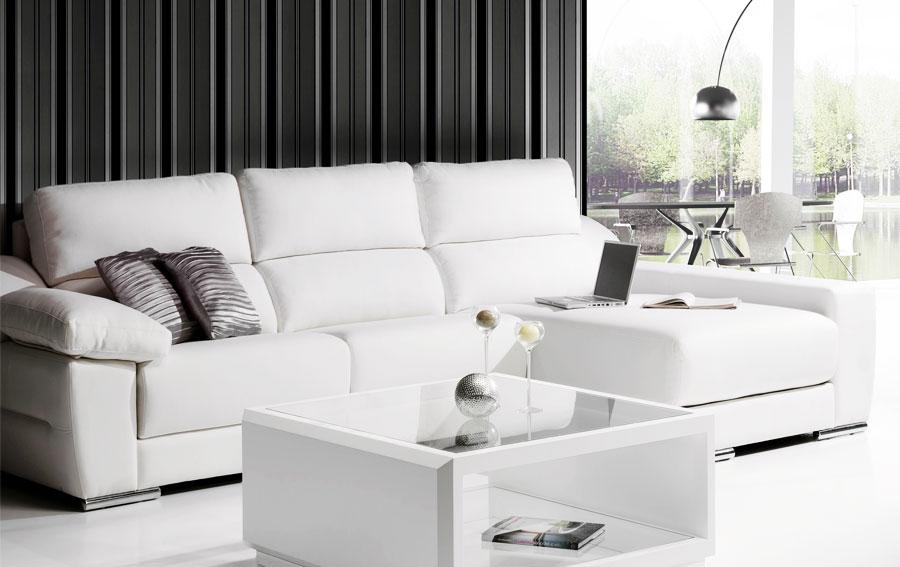 sofá de piel blancos